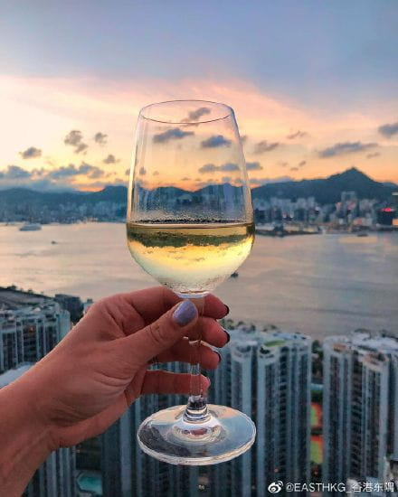 向所有的难忘时刻乾杯 #atEAST# 🥂 #EatatEAST# #SugarHongKong# #EASTHongKong#  📷: morms00 ​