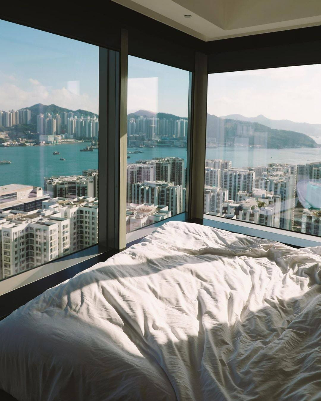 Craving for waking up to a harbour view?   This could be you too! Our 'Stay Above The Clouds' flash sale is back with even more attractive perks today, visit the link in bio for more details.   #atEAST #StayatEAST #EATatEAST #EASTHongKong  📷: @sebastiendoze